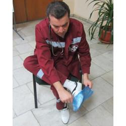 <В Москве сотрудников скорой помощи обязали надевать бахилы на вызовах